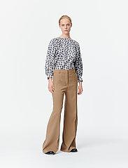 Munthe - SAKURAI - pantalons larges - camel - 4