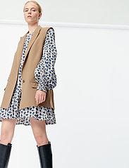 Munthe - SIBI - blazers sans manches - camel - 4