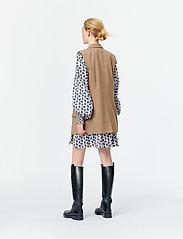 Munthe - SIBI - blazers sans manches - camel - 5