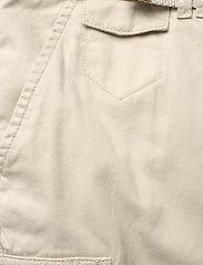 Musto - TACK COTTON SHORT FW - chino shorts - white sand - 3