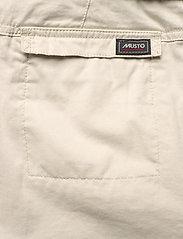 Musto - TACK COTTON SHORT FW - chino shorts - white sand - 4