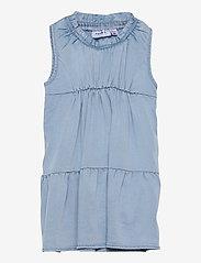 name it - NMFBATAS DNM 1496 S/L DRESS - kleider - light blue denim - 0