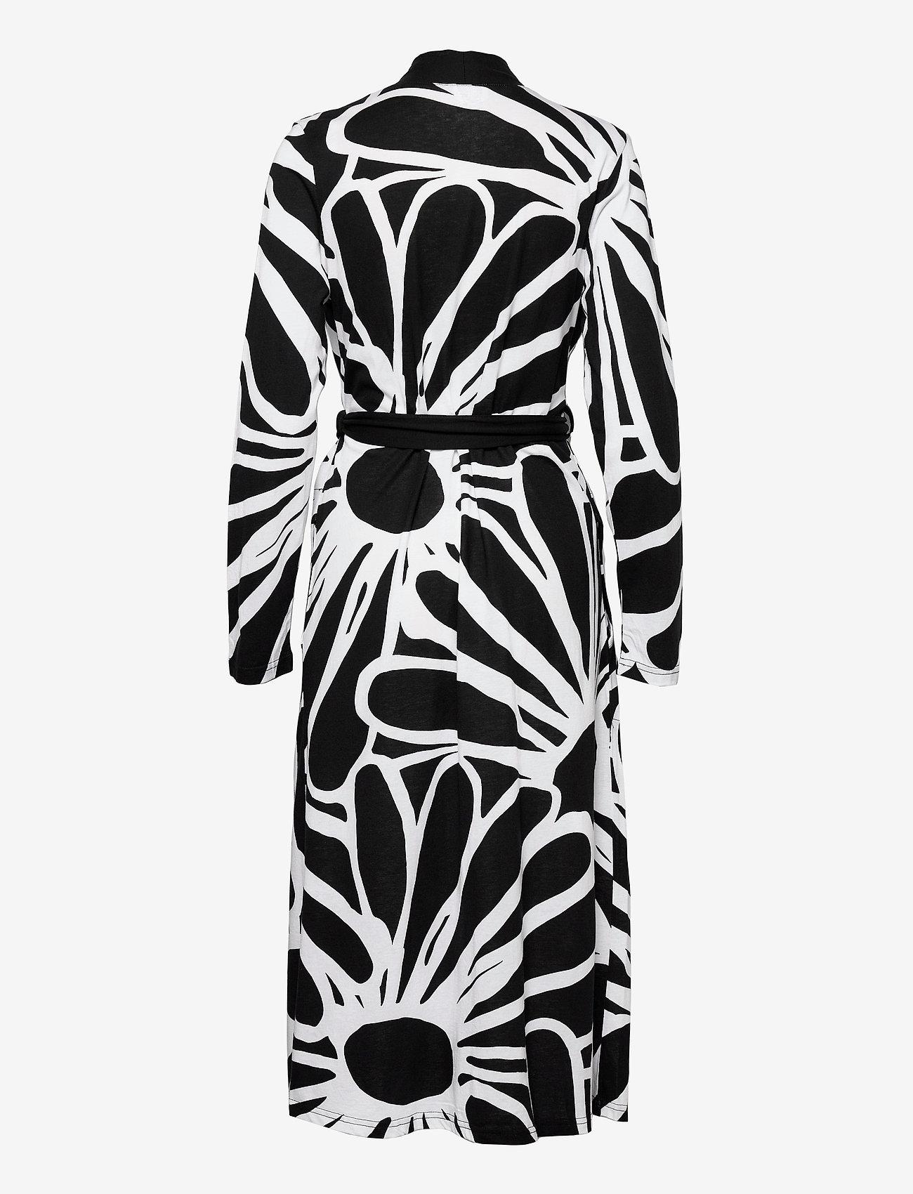 Nanso - Ladies dressing gown, Päivänkakkara - pegnoirs - black - 1
