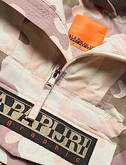 Napapijri - RAINFOREST W P PRT 1 - anoraks - camou pink f2i - 4