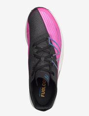 New Balance - FuelCell Rebel v2 (MFCXV2) - löbesko - black/pink glo - 3
