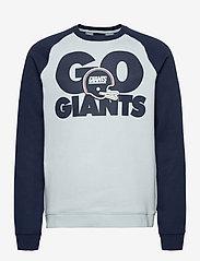 NIKE Fan Gear - New York Giants Nike Go Helmet Historic Raglan Sweatshirt - sweats - field silver / college navy - 0