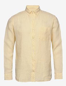 Levon Shirt 5706 - peruspaitoja - pale sun