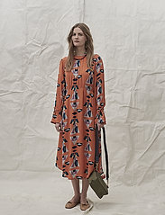 Noa Noa - Dress long sleeve - shirt dresses - print orange - 0