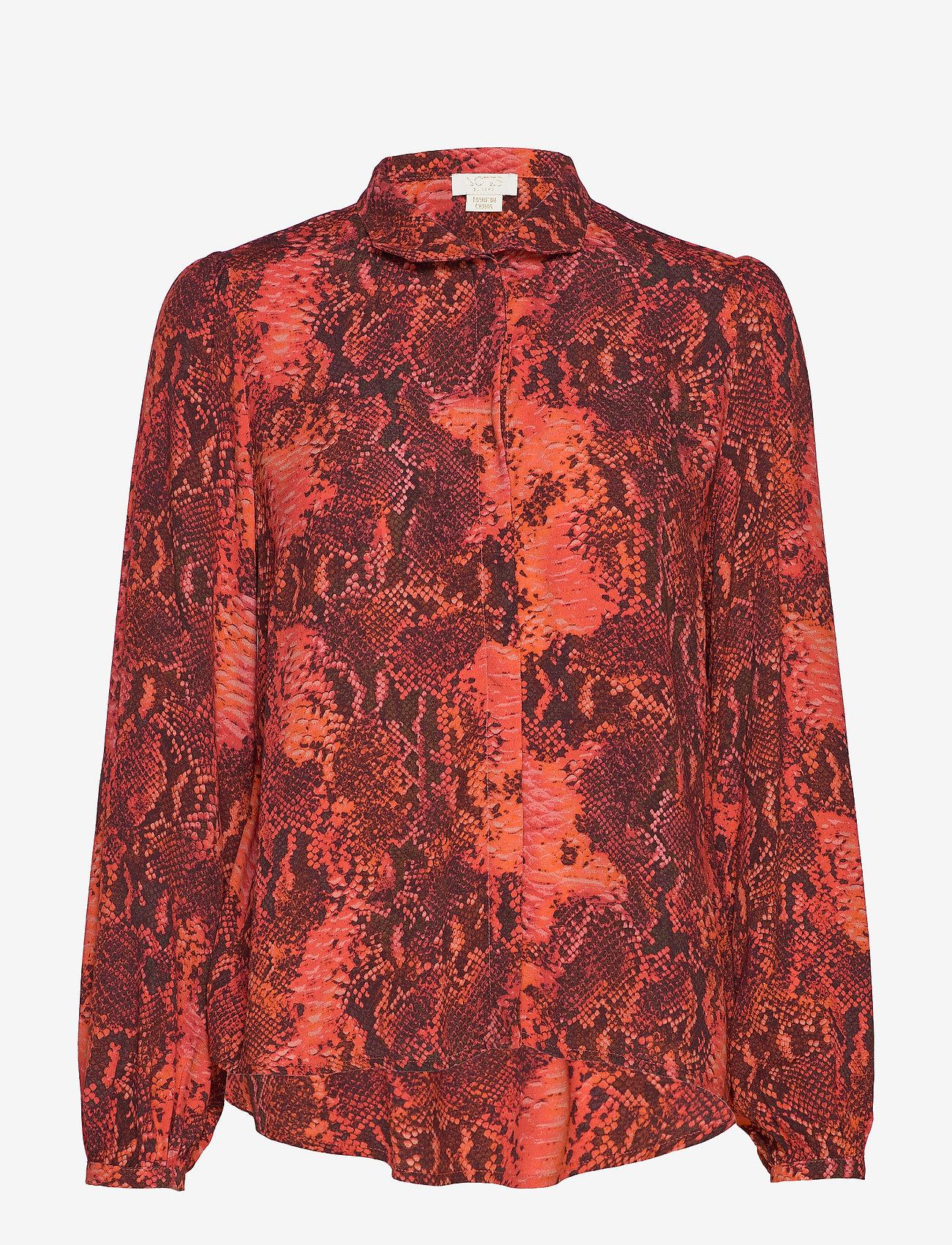 Notes du Nord - Monroe Shirt - långärmade blusar - scarlet snake - 0