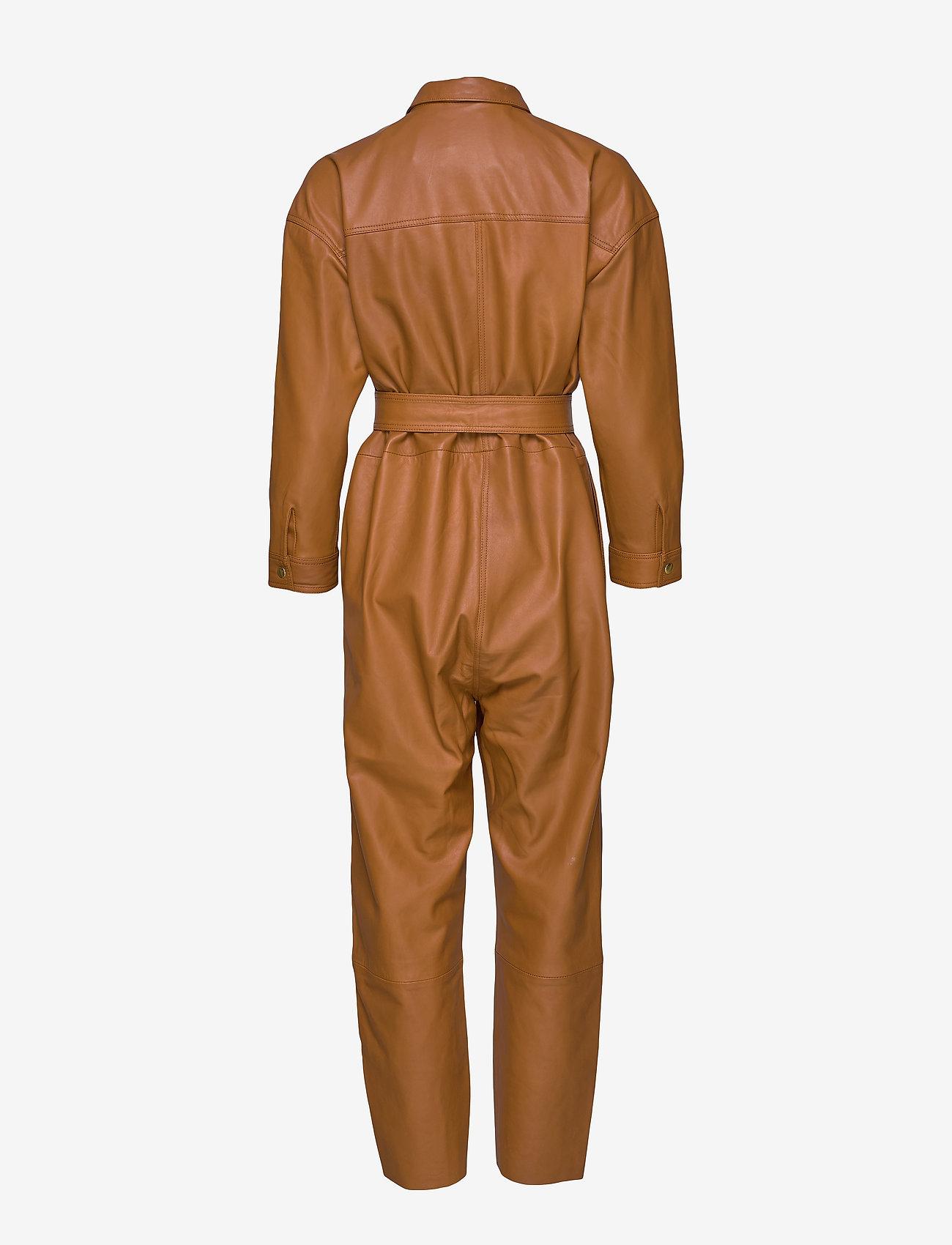 Notes du Nord - Nixon Leather Jumpsuit - kombinezony - cognac - 1