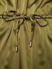Notes du Nord - Lulu Silk Jumpsuit S - haalarit - army - 6