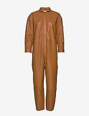 Notes du Nord - Nixon Leather Jumpsuit - kombinezony - cognac - 5