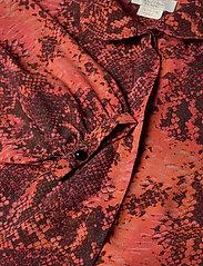 Notes du Nord - Monroe Shirt - långärmade blusar - scarlet snake - 2