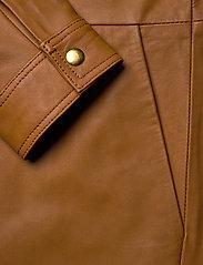 Notes du Nord - Nixon Leather Jumpsuit - kombinezony - cognac - 3
