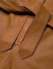 Notes du Nord - Nixon Leather Jumpsuit - kombinezony - cognac - 4