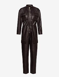 Sassy Leather Jumpsuit - buksedragter - dark chocolate