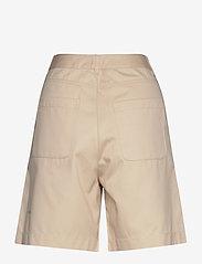 nué notes - Elton Pant - chino shorts - cloud cream - 1