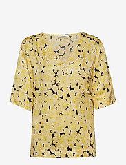 nué notes - Ellen T-Shirt - short-sleeved blouses - yellow cream - 0