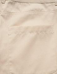 nué notes - Elton Pant - chino shorts - cloud cream - 4