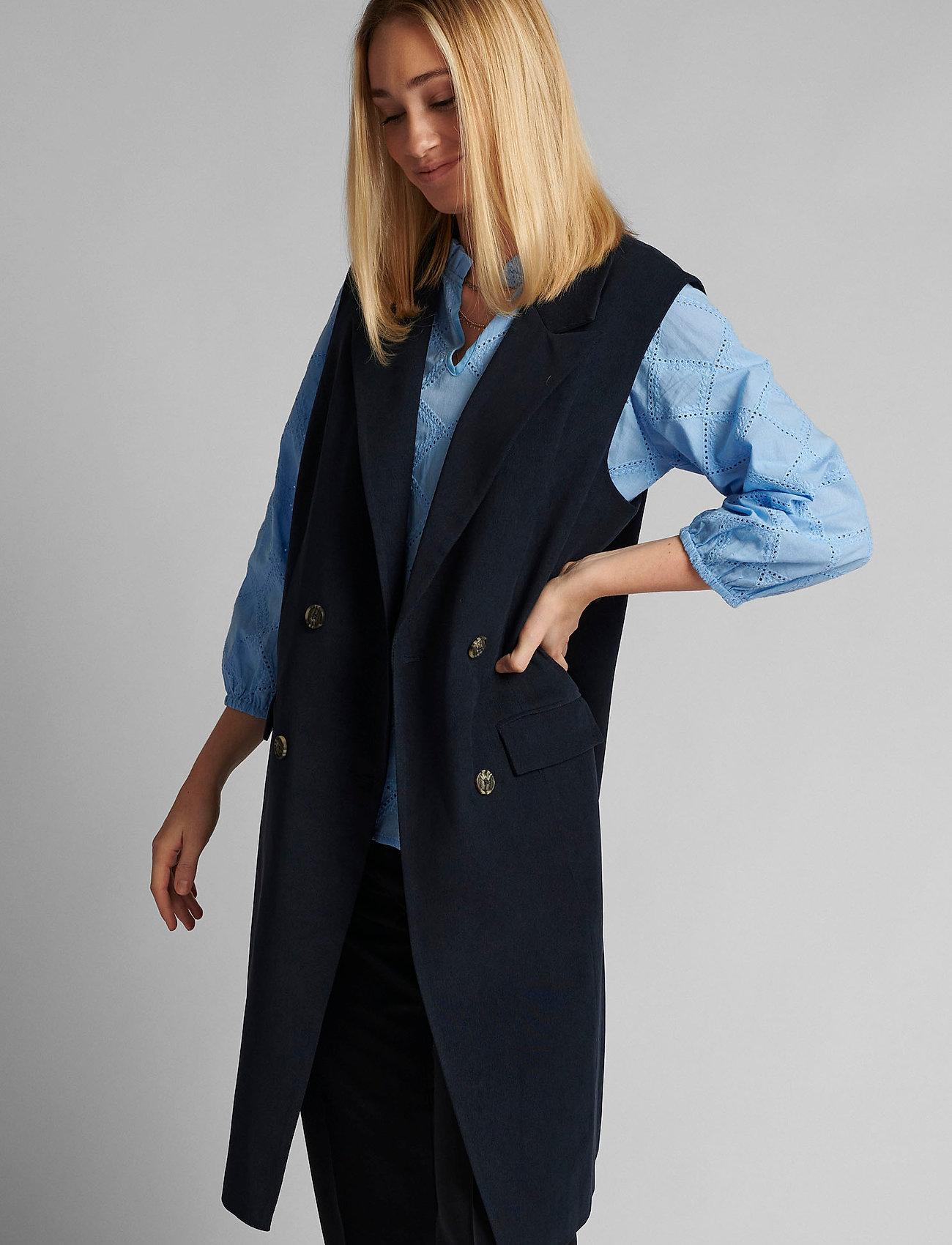 Nümph - NUCHRISTA WAISTCOAT - knitted vests - dark sapphire - 0