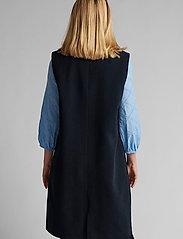 Nümph - NUCHRISTA WAISTCOAT - knitted vests - dark sapphire - 3