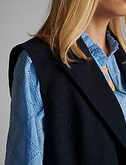 Nümph - NUCHRISTA WAISTCOAT - knitted vests - dark sapphire - 4