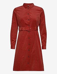 NUMAURYA DRESS - sukienki do kolan i midi - barn red