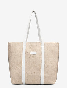 Shopper dessert - casual shoppers - sand