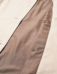 Object - OBJCLARA TRENCH COAT - trenchcoats - sandshell - 3