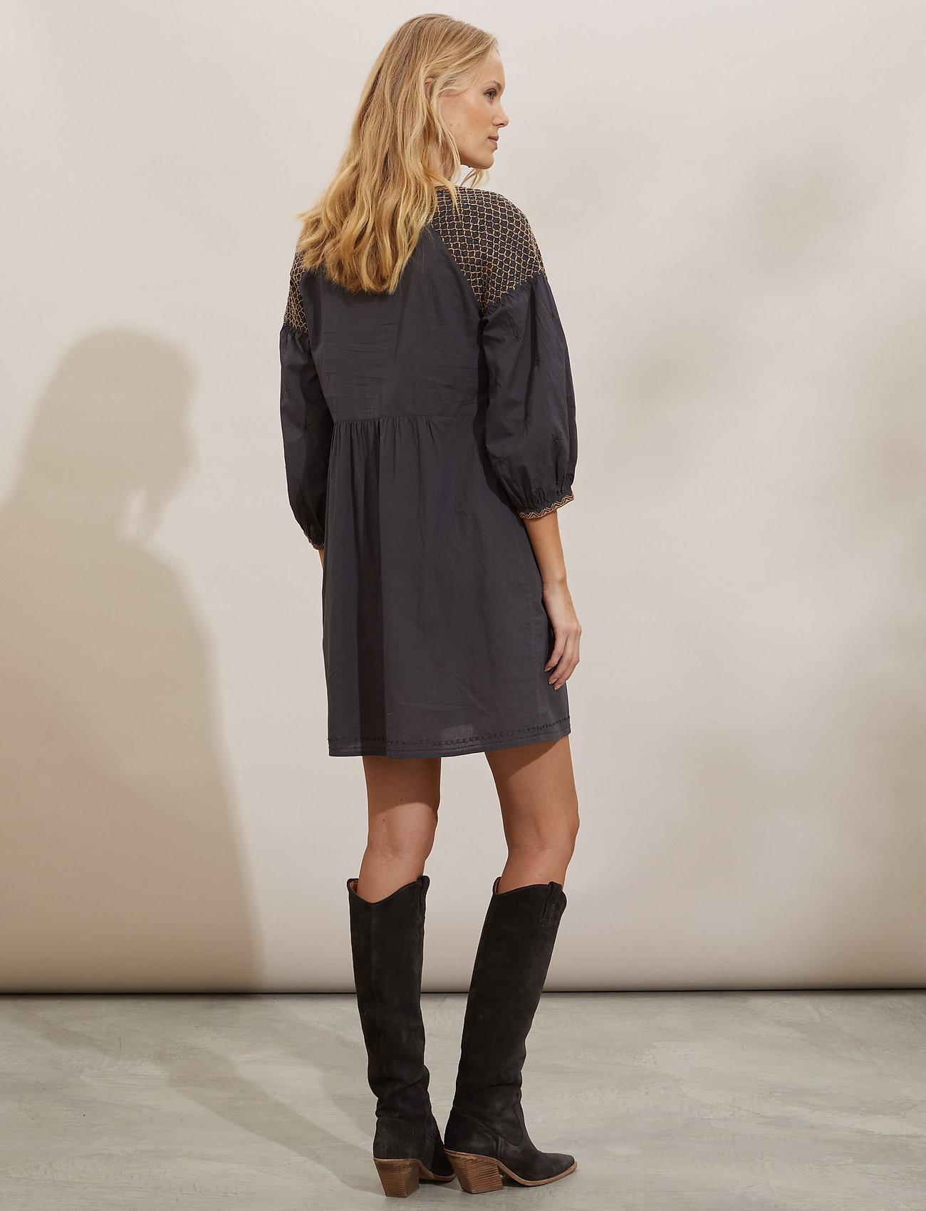 ODD MOLLY - Jill Dress - midi dresses - asphalt - 3