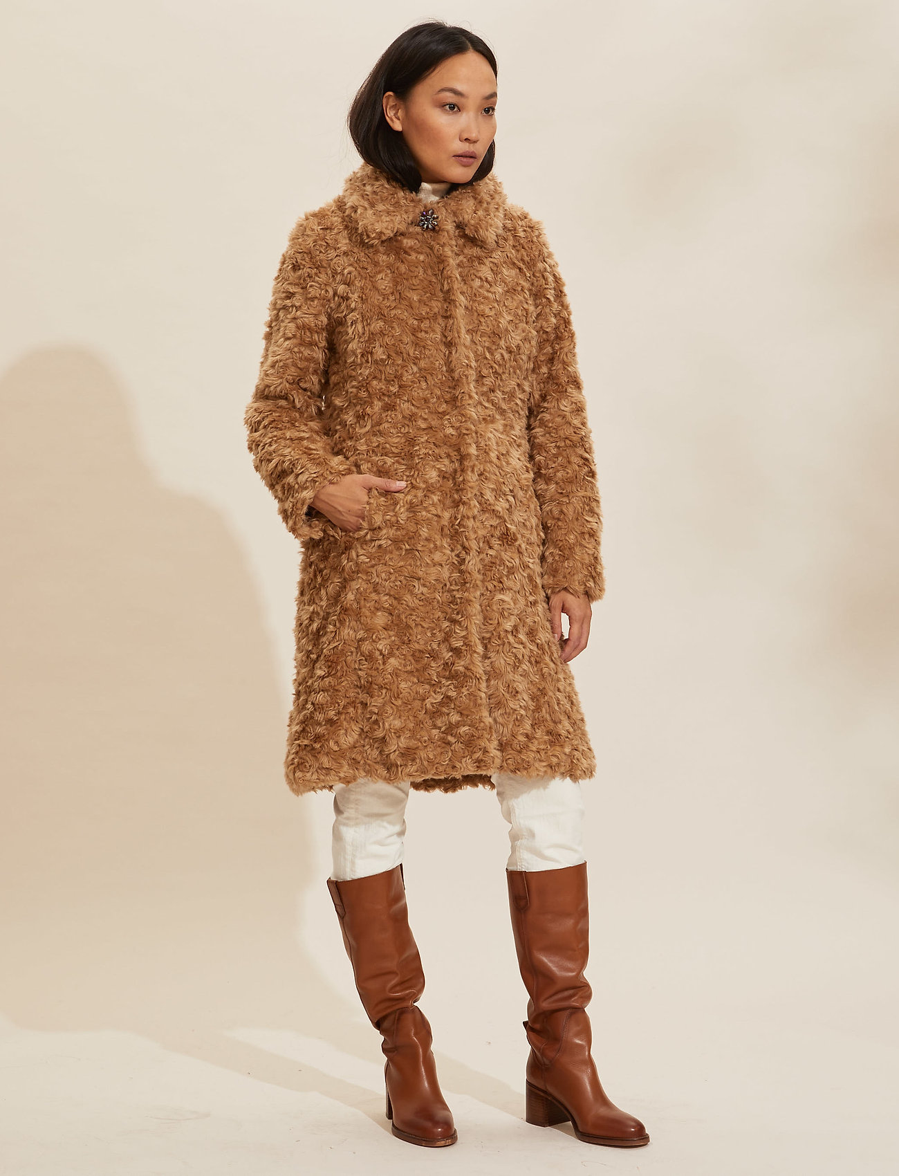 ODD MOLLY - Amandine Long Jacket - faux fur - soft taupe - 0