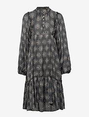 ODD MOLLY - My Medallion Dress - midi kjoler - dark shadow - 1