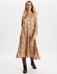 ODD MOLLY - My Kind Of Beautiful Dress - robes midi - light taupe - 0