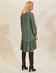 ODD MOLLY - Aria Dress - hverdagskjoler - midnight green - 3