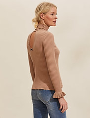 ODD MOLLY - Liza Turtle L/S Top - rullekraver - soft camel - 3