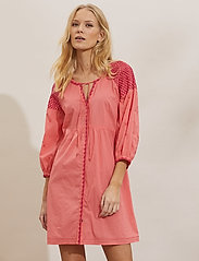 ODD MOLLY - Jill Dress - sommerkjoler - living coral - 0