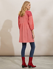 ODD MOLLY - Jill Dress - sommerkjoler - living coral - 3