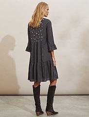 ODD MOLLY - Kayla Dress - sommerkjoler - asphalt - 3