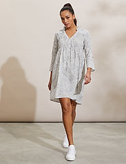 ODD MOLLY - Judy Dress - sommerkjoler - light chalk - 0
