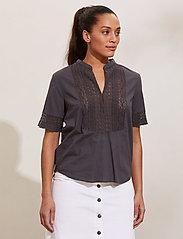ODD MOLLY - Cassia Blouse - short-sleeved blouses - asphalt - 0