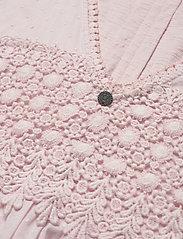 ODD MOLLY - Finest Embroidery Dress - sommerkjoler - pink elder - 4