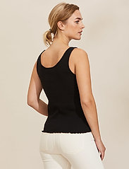ODD MOLLY - Not Giving In Tank Top - hauts sans manches - almost black - 3