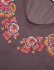 ODD MOLLY - Free The Flower Dress - midi kjoler - brown ash - 2