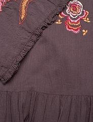 ODD MOLLY - Free The Flower Dress - midi kjoler - brown ash - 3