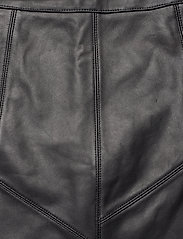 ODD MOLLY - Victoria Leather Skirt - korte nederdele - almost black - 5