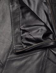 ODD MOLLY - Victoria Leather Skirt - korte nederdele - almost black - 6