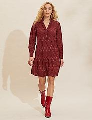 ODD MOLLY - Célia Dress - sommerkjoler - baked burgundy - 0