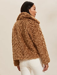 ODD MOLLY - Amandine Jacket - faux fur - soft taupe - 4