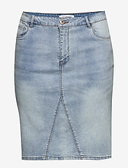 ONLY Carmakoma - CARMILA REG SKIRT - denim skirts - light blue denim - 0