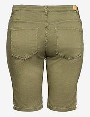 ONLY Carmakoma - CARSARAH LIFE REG SHORT PNT - chino shorts - kalamata - 1